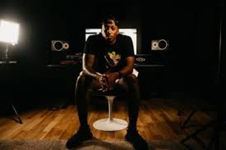 Lecrae performs at St Clair Prison and raps new songs off of his latest album Restoration